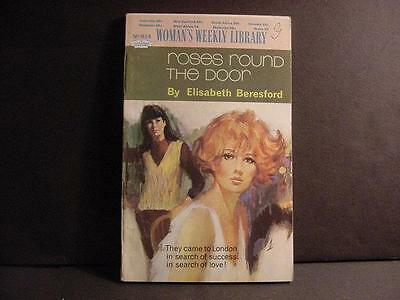Vintage 1970s British Woman's Weekly Library 63-Pg Romance Novel Pbk:Roses Round