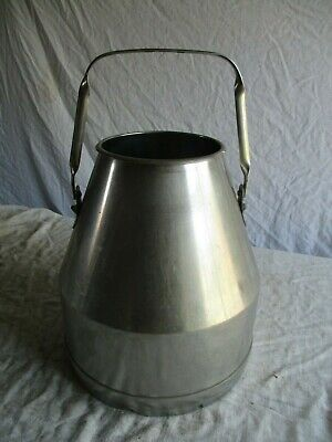 pot a lait en inox ancien.