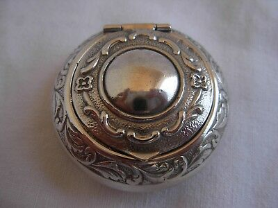 ANTIQUE FRENCH SOLID SILVER PILL BOX,ACANTH LEAVES PATTERN,LATE 19th CENTURY,