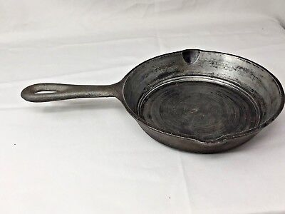 Small 6.5 inch Cast iron skillet Clean And straight Made in Taiwan Double spout