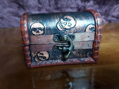 Rustic Wooden Colonial Style Trunk Treasure Chest Skull Storage Box