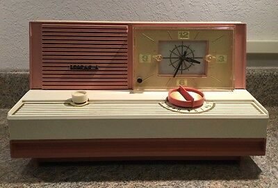 Sylvania Model 5C12 AM Tube Radio Working Condition Dusty Rose/Ivory Table Top