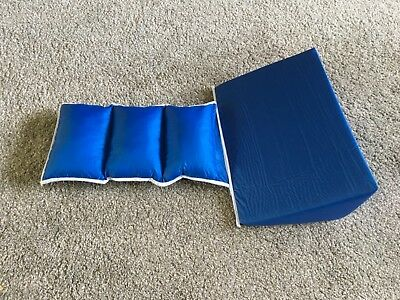 Bed wedge blue