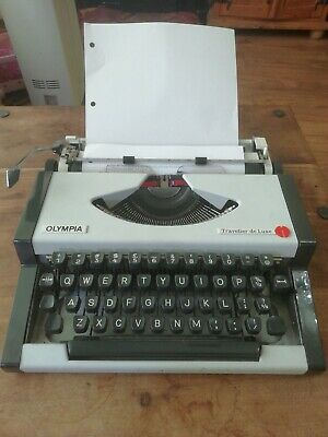 Olympia Portable Traveller de Luxe Typewriter with White Case made in Yugoslavia