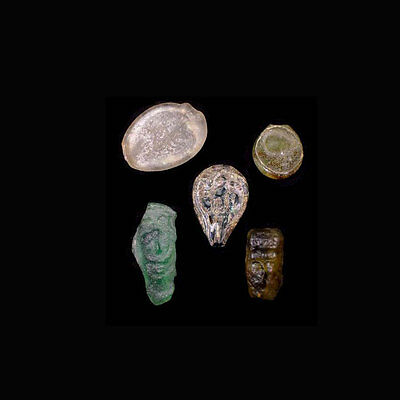 A group of 5 (five) early Islamic glass vessel stamps. 08537