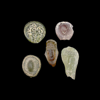 A group of 5 (five) early Islamic glass vessel stamps. 08539