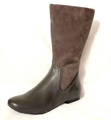 """Clarks ladies/girls  """"MOUNTAIN MIST"""" grey suede/ leather boots size 4D.New"""