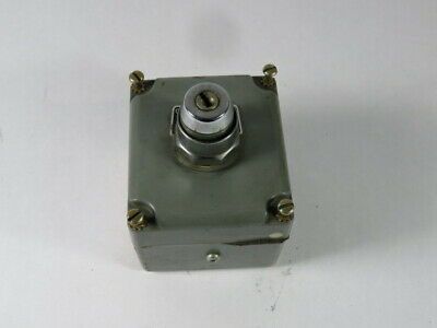 Square D 9001KY1 Pushbutton Enclosure Series A 1-Cable Entry 1-30MM Hole  USED
