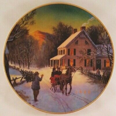 Avon 22K Gold Trimmed Home For the Holidays 1988 Porcelain Christmas Plate