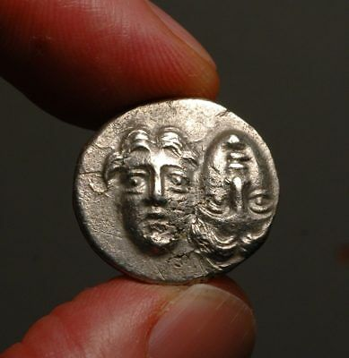 Z-169c  MOESIA, Istros. 4th cent BC. Silver Drachm  Facing male heads / Eagle
