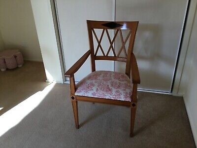 Vintage chair with arms