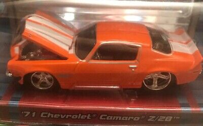 MAISTO PRO RODZ 1:64-1971 Chevrolet Camaro z/28 (Orange w/White race stripe)-NIP