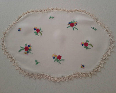 Gorgeous Vintage Embroidered Red Floral Centrepiece Doily 40 x 28