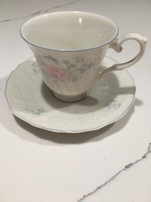 Royal Doulton Valencia Teacup and Saucer Set of 8, Pattern TC1144