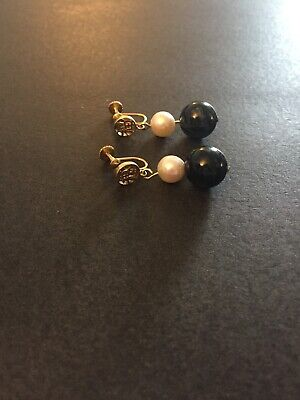 Vintage Chinese 14K Yellow Gold Lapis Cabochon and Pearl Screw Back Earrings
