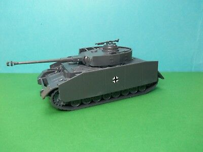 Airfix compatible 1/32 scale German Panzer IV Tank w/side armour (grey)