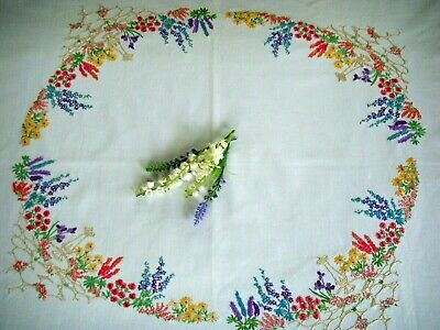 Vintage Hand Embroidered Tablecloth ~ Cottage Garden Flower Circle So Pretty