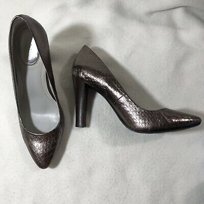 325d9ea93d9 CALVIN KLEIN GRAY Croco / Snakeskin Embossed Leather Pumps Size 8 ...