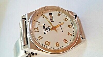 Beautiful Seiko 5 Automatic Day Date White Colour Dial Numeric Figure Running