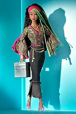 1 Modern Circle Collection 2003 Simone Doll NRFB Mint in mint box Daytime