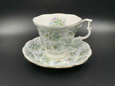 Royal Albert Nell Gwynne Series Lambeth Tea Cup Saucer Set England Bone China