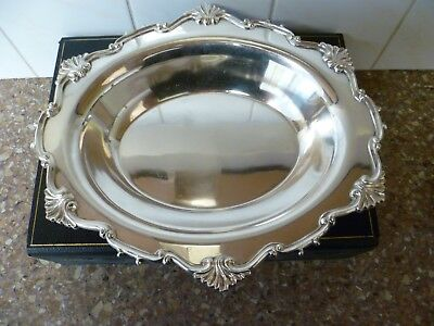 AN ANTIQUE ROCOCO STYLE, LARGE SILVER PLATED SERVING DISH 'WILLIAM HUTTON & Son'