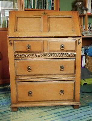 Oak, flap-down writing desk/bureau. Early 20th C. Convenient size for small room