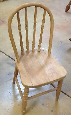 Sweet Vintage Small CHILDS WOOD CHAIR Bentwood Back Turned Spindles Toddler Doll