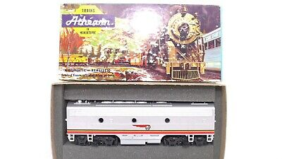 Athearn HO ATSF Santa Fe F7B B-Unit Un-Powered Dummy Diesel Locomotive KDs 3002