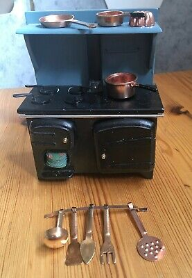 Dolls house miniatures, kitchen range and implements. 1/12