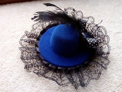 Mini hat FASCINATOR blue with black lace trim and bow feather decoration clip-in