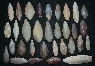 32 common diverse Sahara Neolithic points/tools