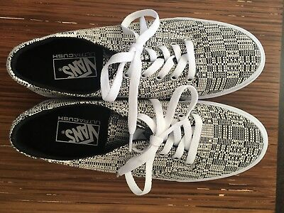 3e850db8aa7a1 Vans Womens Ultra Cush Camden Deluxe Size 10 Off White / Black Lace Up