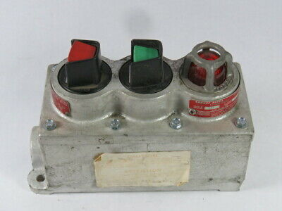 Crouse-Hinds DS-514-J Receptacle Box W/ Push Button Start/Stop 120V 6W  USED