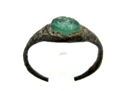 ROMAN PERIOD BRONZE RING  w/ GREEN GLASS STONE *EAGLE* INTAGLIO ON TOP+++