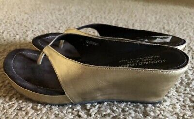 47695dab0 DONALD J PLINER slide sandals platform wedge 8 Gold metallic Excellent  read⭐️