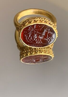 Anicent roman gold ring With Intagilo