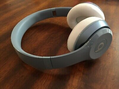 Beats by Dr. Dre Solo 2 Wired On Ear Headphones - Light Blue GENUINE AUTHENTIC