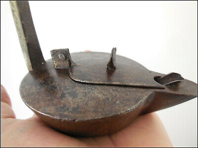 18th Century Antique Wrought Iron Betty Oil Lamp .Sheet and iron .古いローソク足