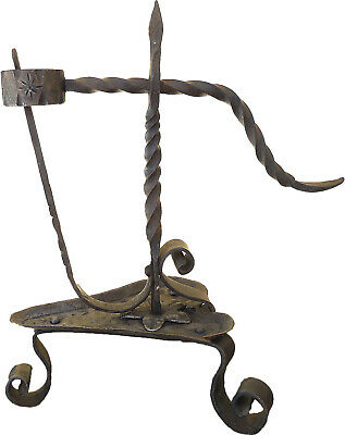 18th Century Old wrought iron candlestick . 古いローソク足