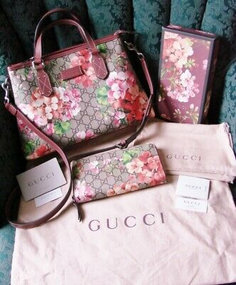 3ce395ede2fa51 Beautiful 100% Authentic Gucci Gg Supreme Blooms Zip Tote & Wallet Matching  Set