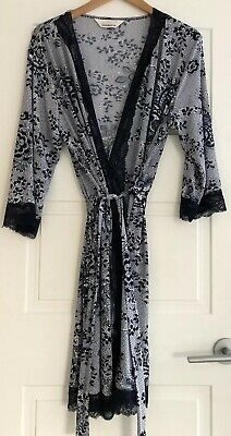 Peter Alexander White & Navy Floral Silky PJ Robe / Dressing Gown. Size Large