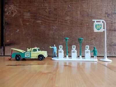 Old Matchbox Lesney Bp Motor Oil Co. Garage Bowsers Sign And Tow Truck 3 Pieces