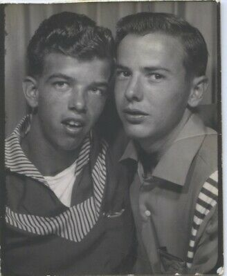Vintage photo.  PHOTO BOOTH. AFFECTIONATE YOUNG MALE FRIENDS.  Gay interest.