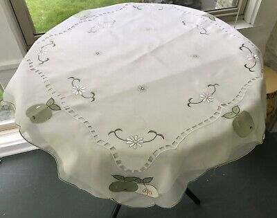 Vintage Madeira Organdy Tablecloth Daisy Flowers Green Apples Applique Embroid.