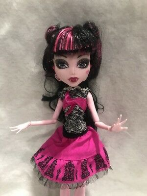 "Monster High 11"" Doll Draculaura Picture Day School Picture Doll"