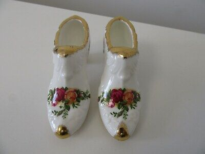 Vintage ROYAL ALBERT OLD COUNTRY ROSES PAIR OF SHOES (1962 BACKSTAMP)