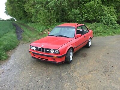 BMW E30 318 is  Bj.: 1990 Original  153 tkm ! 100 %
