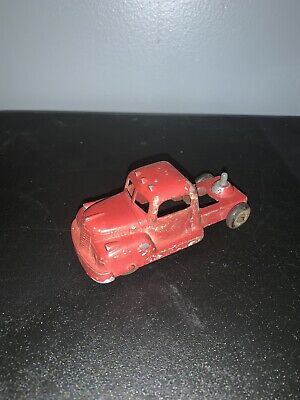 Vintage TOOTSIETOY red Auto Farm Truck Painted Old Made In USA NEAT