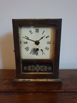 Antique 19th Century American Oak Mantel Clock with Pendulum (Square Faced)
